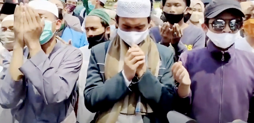 Put on Identical white muslim's Cap, Prayed in Front of PN, Got arrested